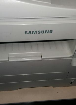 МФУ Samsung SCX-4729FD в рабочем состоянии