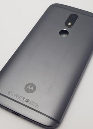 С дефектом. Задняя крышка Motorola M XT1663 серая Сервисный ор...
