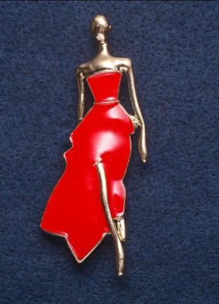 """Брошь """"девушка в красном платье"""""""