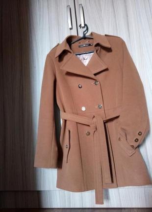 Стильное пальто модное актуальное базовое весна-осень цвет кем...