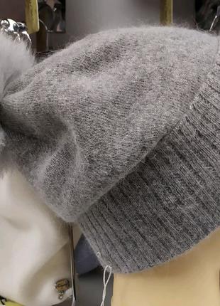 Мягенькая зимняя женская шапка