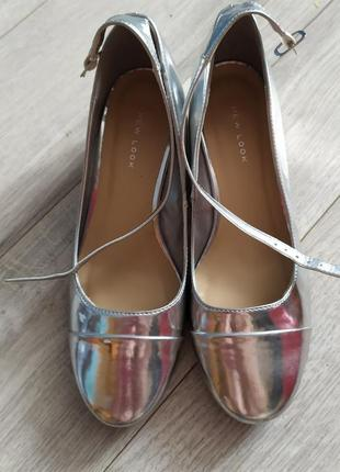 Новые женские серебряные туфли, 35-36 р.