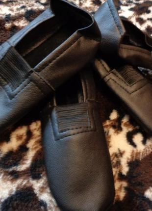 Чешки черные 19 размер ( на ножку 18,5 см). для мальчиков и де...