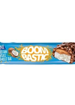 Батончик Boombastic с кокосом, карамелью и хрустящим рисом