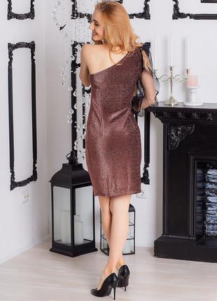 Платье с открытым плечем