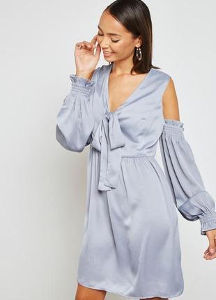 Шикарное голубое атласное платье с открытыми плечами бантом lo...