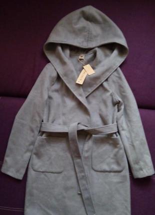 Пальто с капишоном joloun