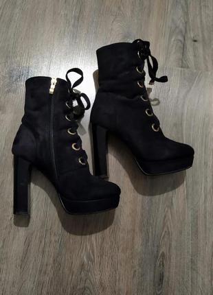 Зимние ботильоны ботинки на каблуке