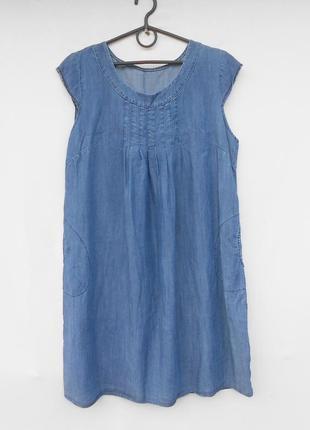 Летнее свободное джинсовое платье без рукавов из натуральной т...