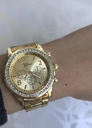 Часы с блестящим циферблатом металлические золотистые