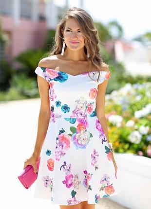 Брендовое нарядное мини платье с открытыми спущенными плечами ...