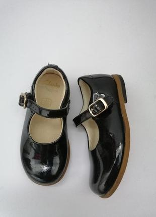 Нарядные лаковые туфли