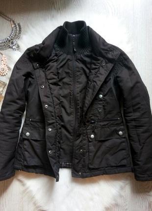 Черная короткая деми куртка парка с манжетами карманами