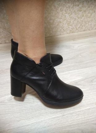 Туфли на устойчивом каблуке из натур кожи!