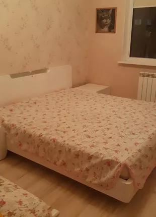 Итальянский гарнитур - кровать и две прикроватные тумбочки