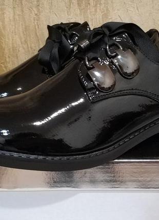 Стильные лаковые дерби,туфли,броги