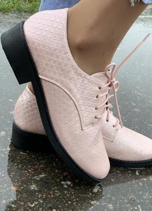 Красивые женские туфли на шнурках