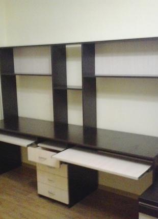 Столы, стеллажи, офисные шкафы.