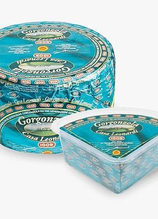 """Сыр c голубой плесенью """"Горгонзола Дольче"""" ТМ """"IGOR""""1,5 кг треуго"""