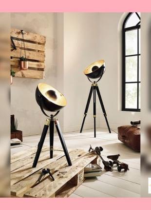 Стильная настольная лампа в стиле ЛОФТ с подвижным плафоном.