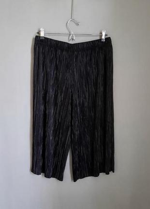 Черные плиссированные брюки кюлоты с высокой посадкой