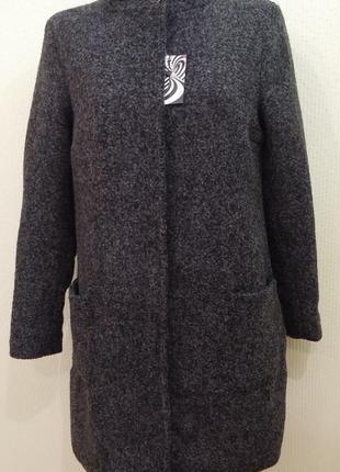 Шерстяное утепленное пальто на стеганной подкладке. размер 48