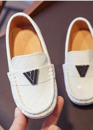 Стильные туфли мокасины лоферы.