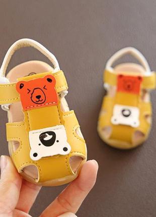Миленькие сандалики для малышей