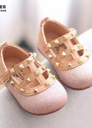 Стильные миленькие туфельки для малышек
