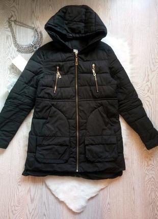 Черная зимняя куртка пуховик накладными карманами пальто тепло...