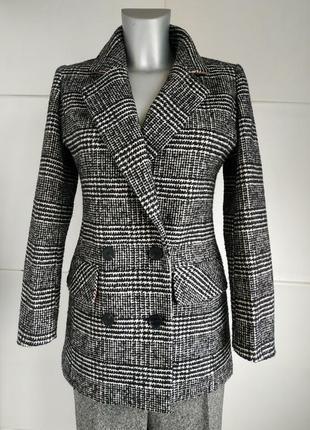 Очень стильное пальто next с красивым клетчатым узором