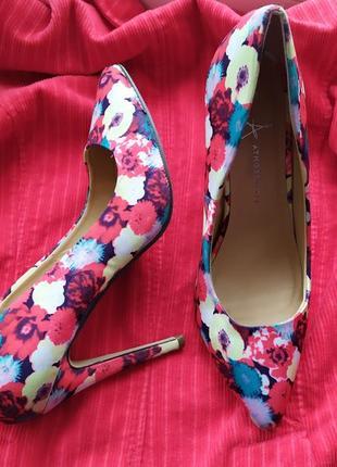 Туфли лодочки острые носочки цветочный принт красный яркий тка...