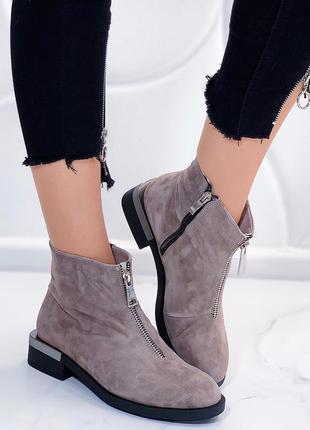 Демисезонные замшевые ботинки на низком каблуке,бежевые ботинк...