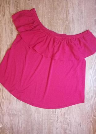 Малиновая блузка с открытыми плечами и воланом размер 18