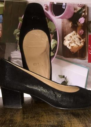 Легкие летние туфли на низком каблуке из натуральной кожи
