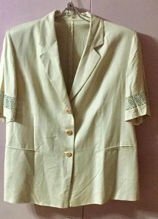 Летняя блузка из натуральной вискозы бежевого цвета