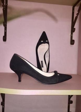 Легкие летние туфли лодочки на низком каблуке.черного цвета