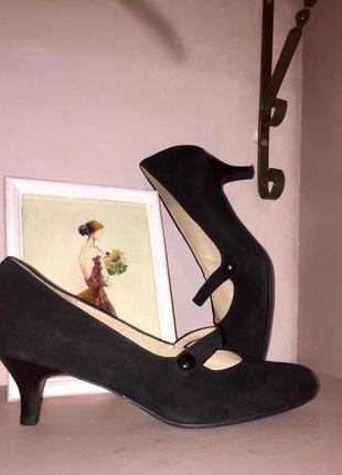 Чёрные туфли лодочки на низком каблуке шпильке из натуральной ...