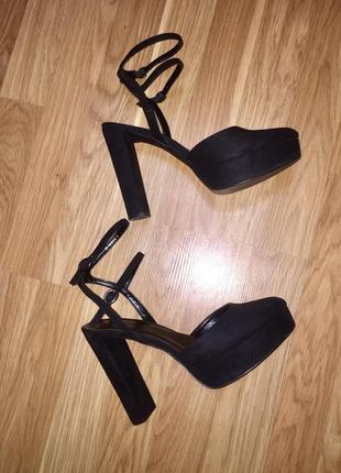 ❤️ стильные чёрные замшевые босоножки с закрытым носком на выс...