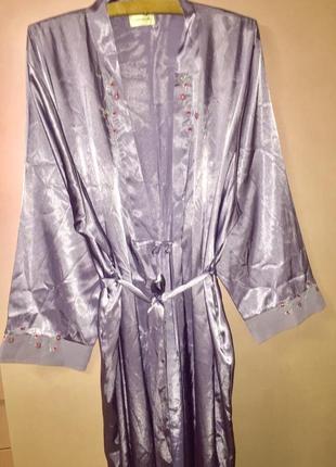 Домашний халат пеньюар сиреневого цвета с вышивкой