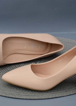 Очень удобные бежевые туфли на каблуке 6 см