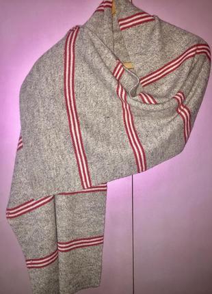 Серый в красную полоску шарф