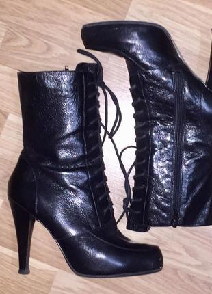 Чёрные сапоги ботинки на шнуровке высоком каблуке от nine west