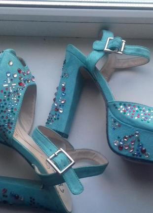 Новые туфли босоножки bata 39р