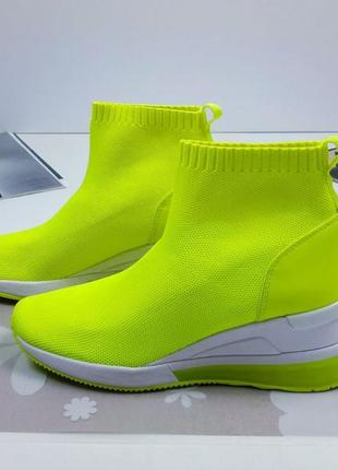 Очень эффектные женские кроссовки майкл корс (michael kors). о...