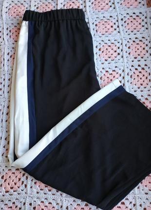 Стильные штанишки с лампасами nutmeg . батал.