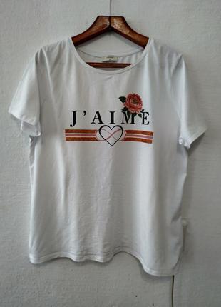 Стильная белая футболка большого размера