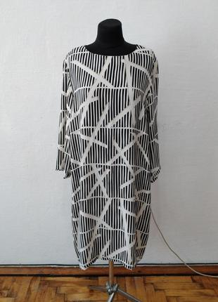 Стильное абстрактное платье большого размера