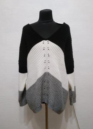 Стильный элегантный свитер большого размера