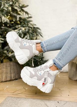Ботинки белые с серым на платформе зимние